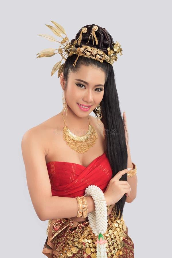Тайская женщина в традиционном костюме Таиланда стоковые фото