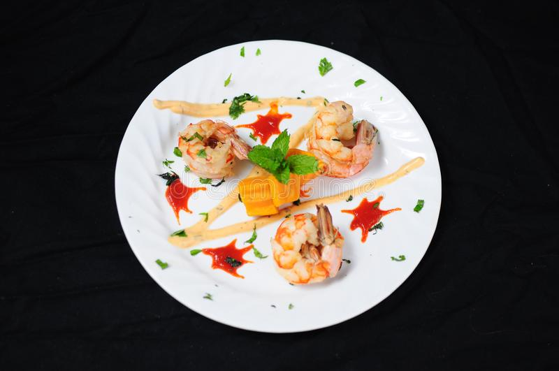 Тайская закуска креветки стиля стоковая фотография rf