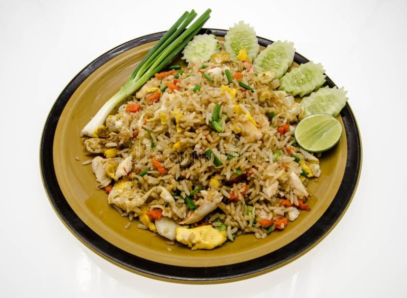 Тайская кухня, жареный рис с крабом стоковое изображение