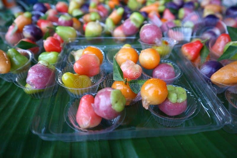 Тайская кухня имеет разнообразие шармы и десерты в красивом цвете стоковые фотографии rf