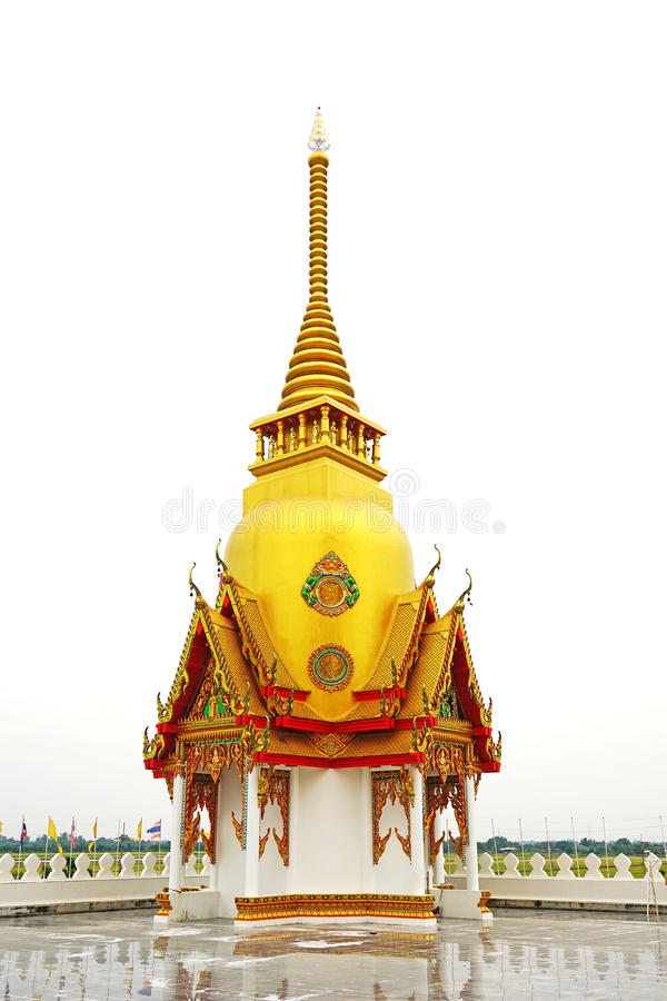 Тайская пагода с виском крыши золота публично стоковое фото rf