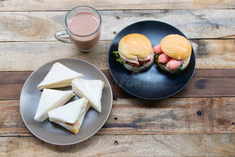 Тайская паприка на белом блюде стоковые изображения