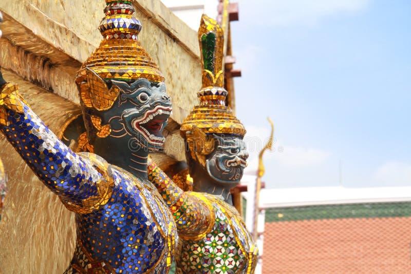 Тайская статуя твари сказок в виске изумрудного Будды, Wat Prakaew стоковые фотографии rf