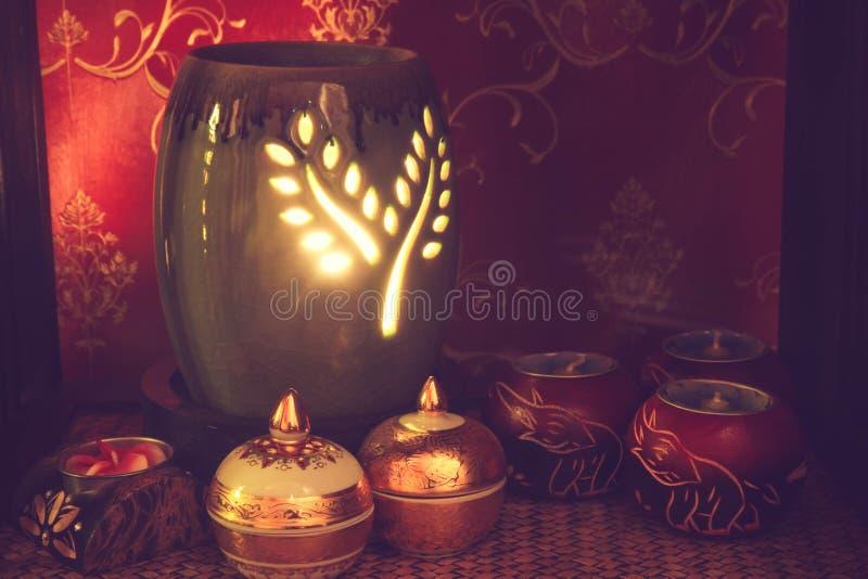 Тайская установка массажа курорта с маслом и свечами ароматности стоковые фото