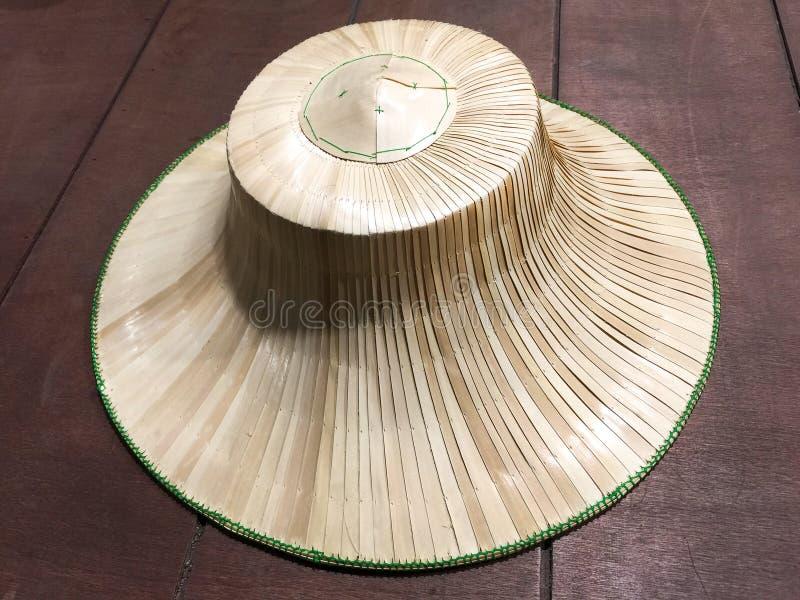 Тайская шляпа фермера сделанная из сплетенной ладони выходит стоковые изображения