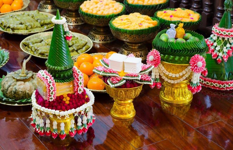 Тайские гирлянда и помадка стоковые изображения rf