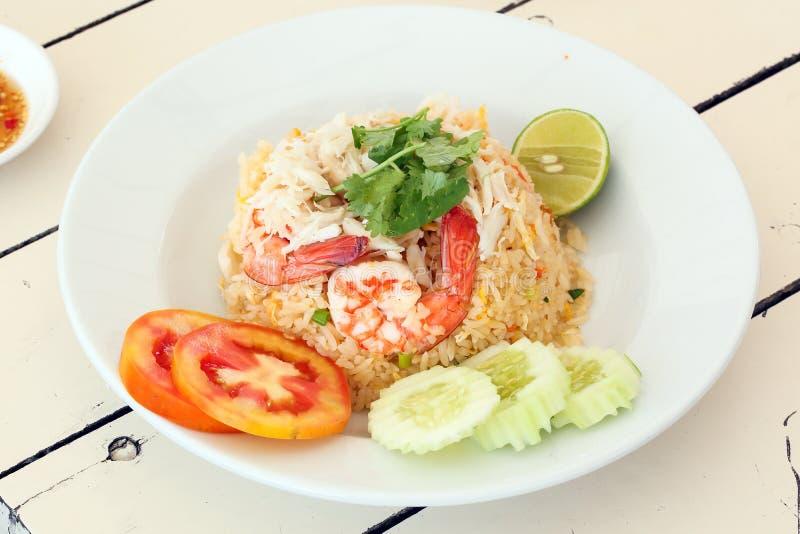 Тайские жареные рисы морепродуктов стиля стоковая фотография rf