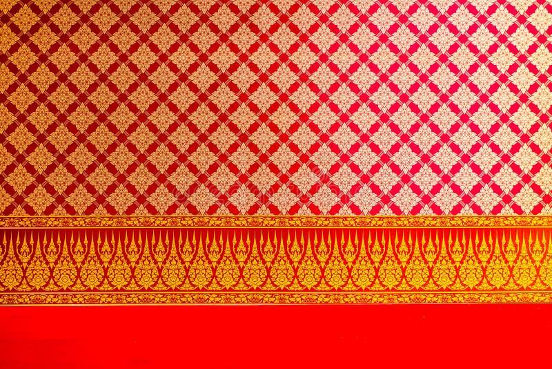 Тайские красить и картина цветков на потолке стоковая фотография rf