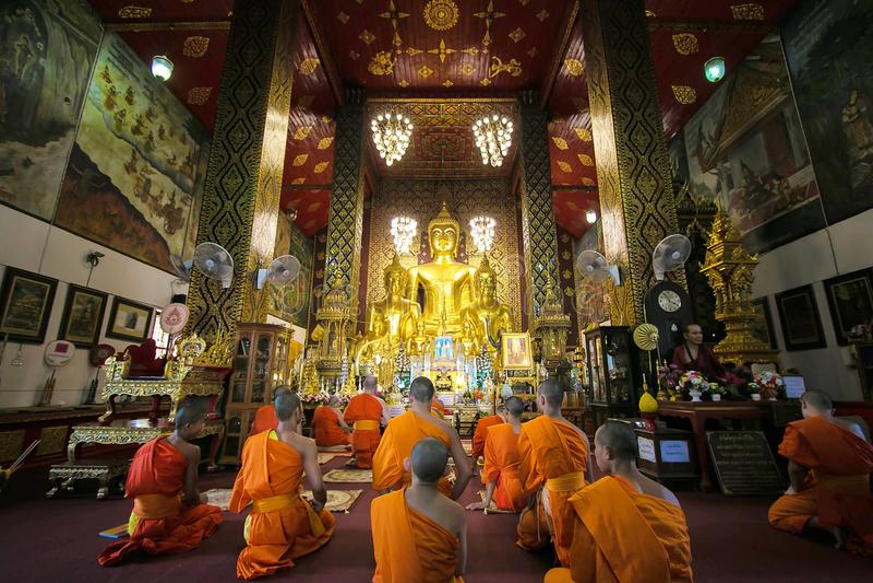 Тайские монахи молят стоковые изображения rf