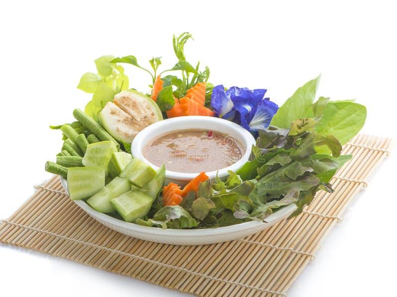 Тайские смешивания затира prik или chili nam кухни с рыбами служат с стоковые фото