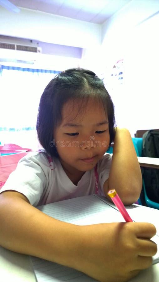 Тайские студенты уча английский язык стоковое изображение rf
