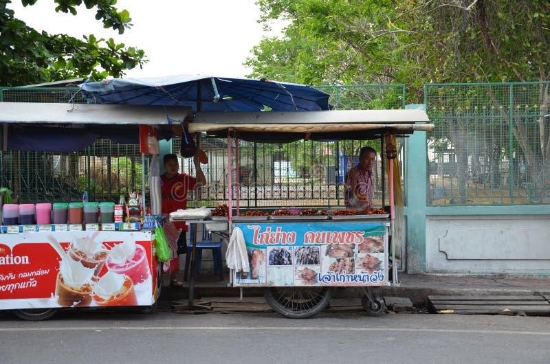 Тайские торговые продавая snackes стоковое изображение