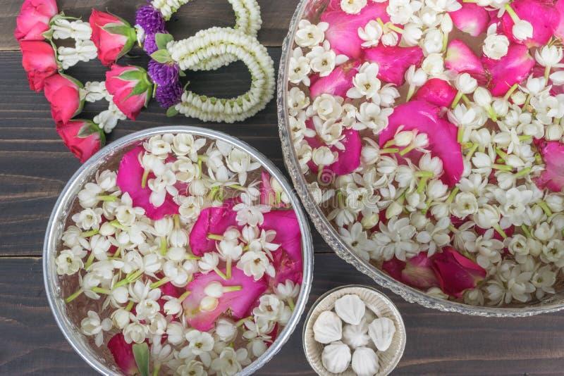 Тайские цветки гирлянды стоковые фотографии rf