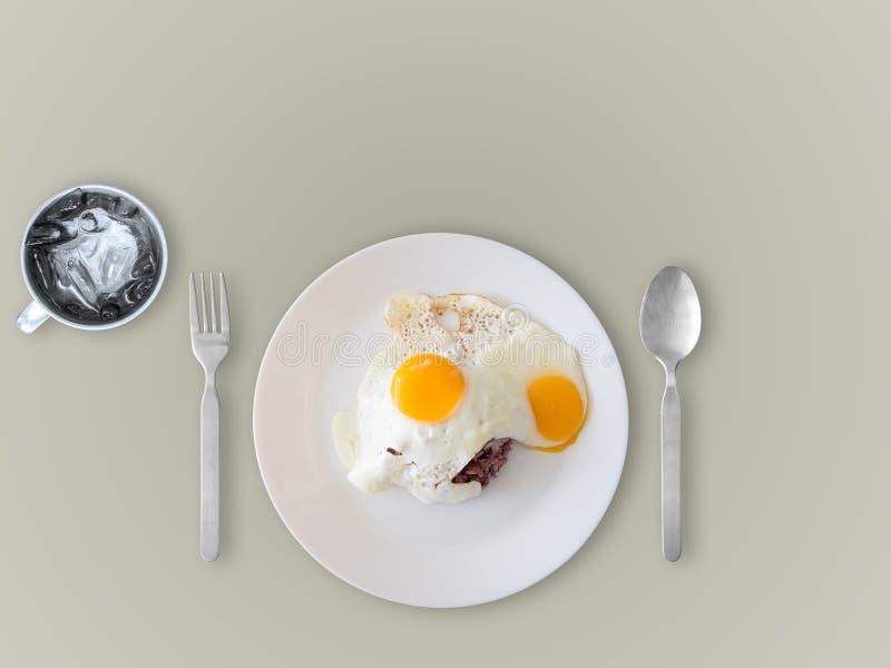 Тайские яичницы и рис стиля стоковые фото