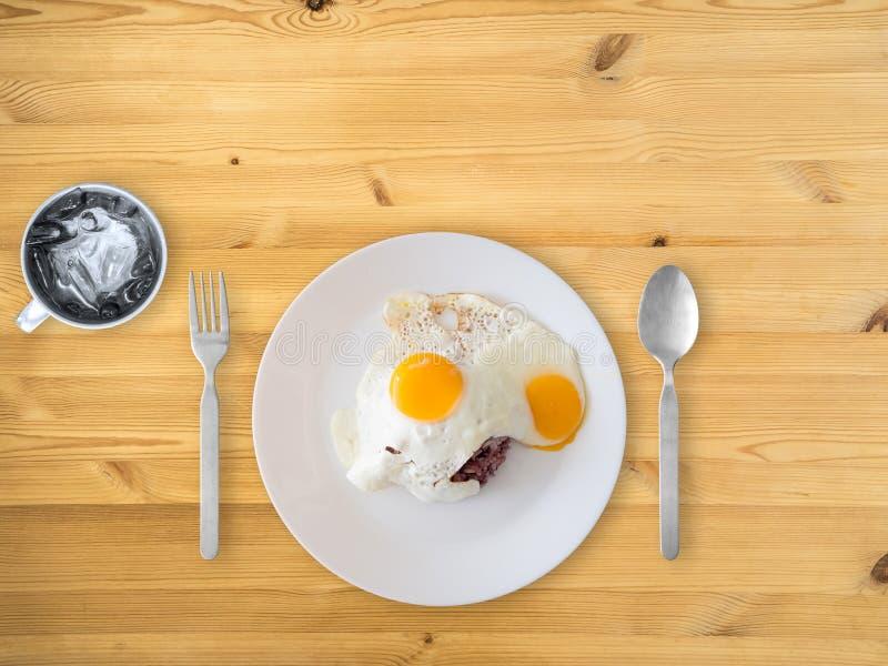 Тайские яичницы и рис стиля стоковое изображение