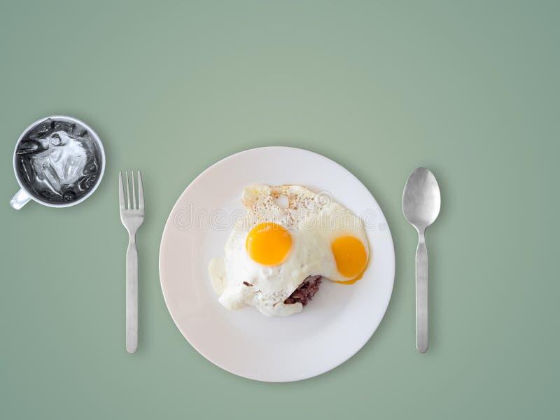 Тайские яичницы и рис стиля стоковая фотография