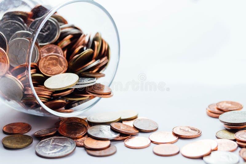 Тайский бат чеканит деньги в стеклянных бутылках стоковая фотография