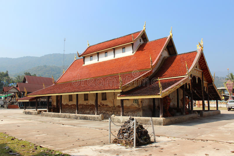 Тайский висок (Wat Sri Pho Chai) в Loei, Таиланде стоковое фото