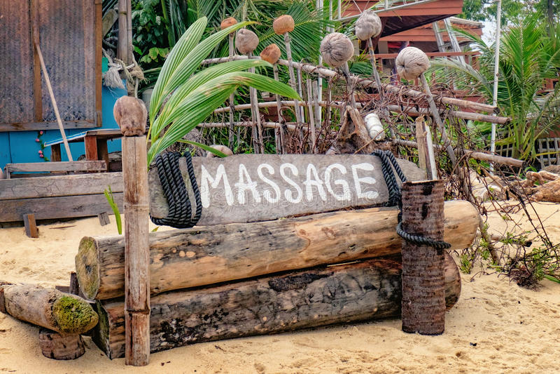 Тайский массаж на пляже стоковое фото rf