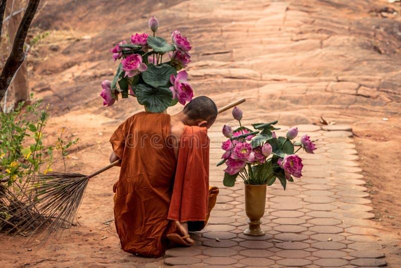 правильном картинка монах с розой сли желаете разместить