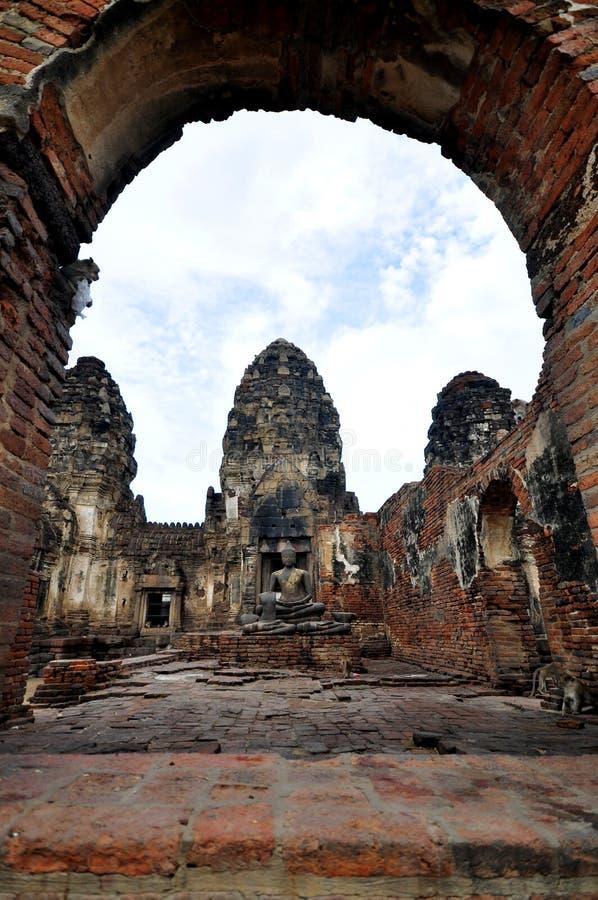 Download Тайский древний храм стоковое изображение. изображение насчитывающей красивейшее - 33735359