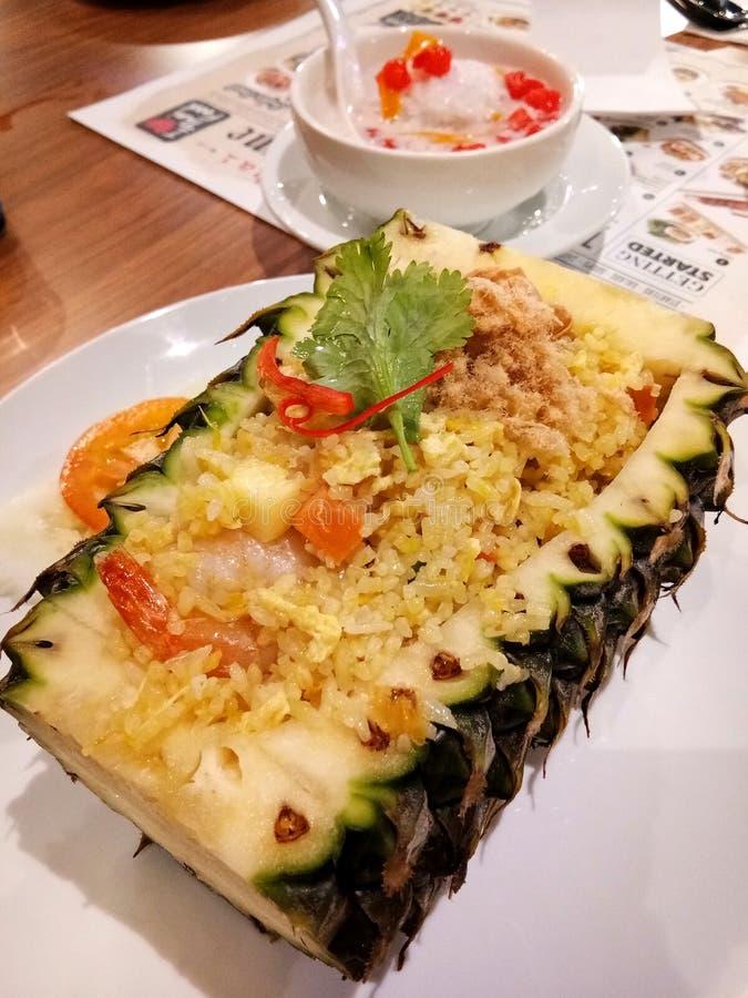 Тайский рис ананаса стиля стоковые фото