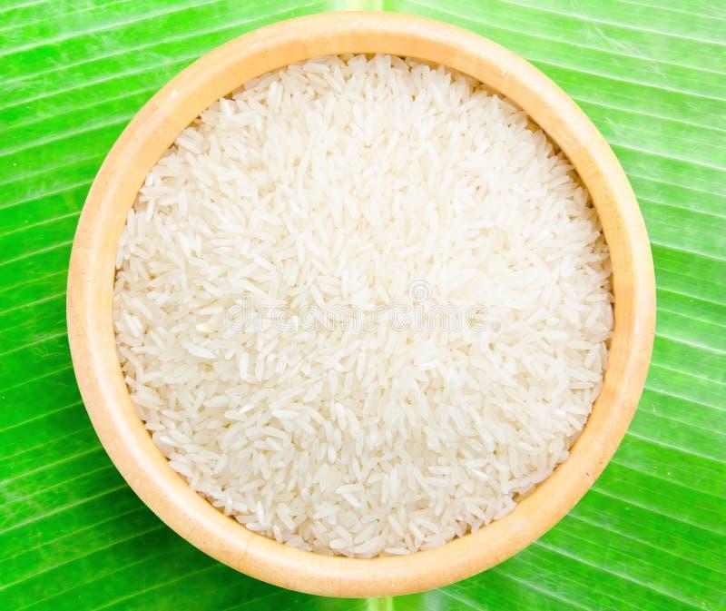 Тайский рис жасмина в шаре деревянном стоковое изображение