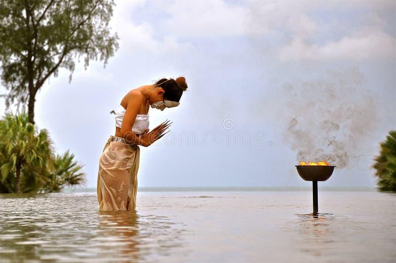 Тайский танцор в танце воды стоковые фотографии rf