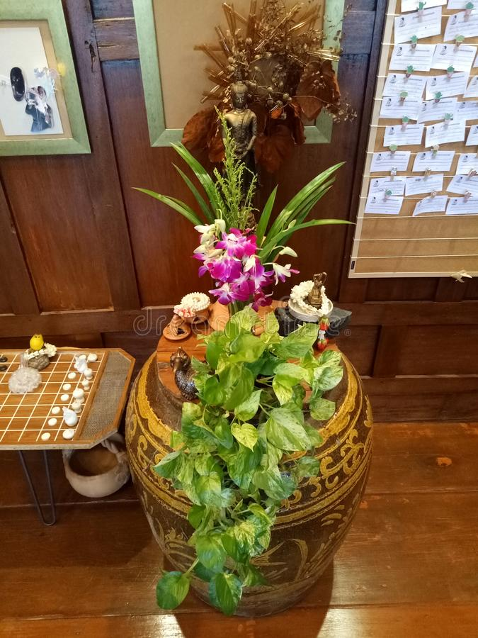 Тайский цветочный горшок стиля стоковое фото