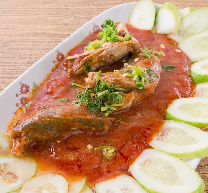 Тайскими пряными и кислыми законсервированный рыбами салат сардин стоковое изображение