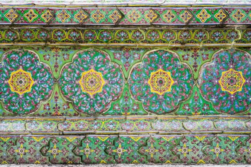 Тайское искусство стены Wat Ratchabophit виска стоковое изображение