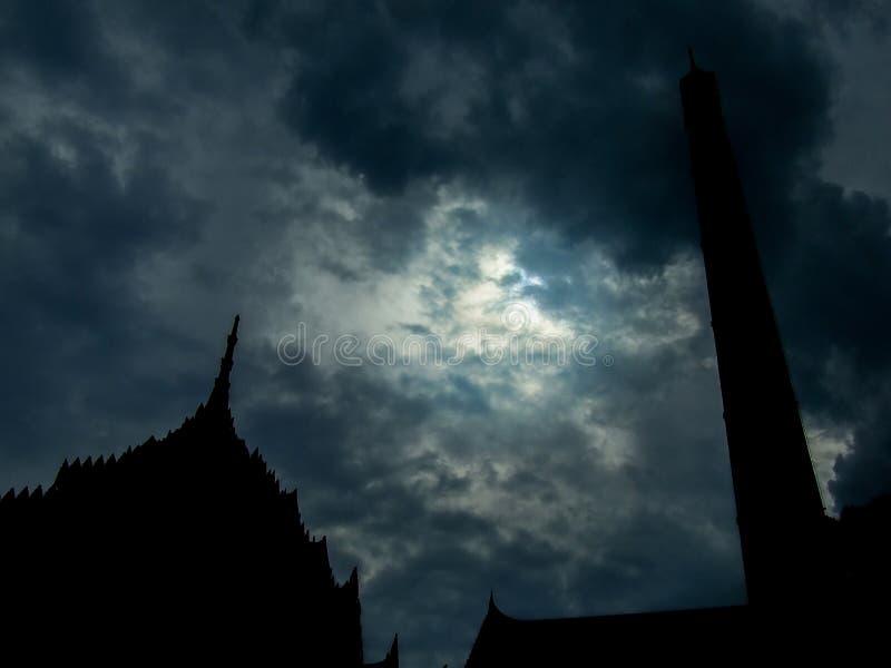 Тайское крематорий с дымом стоковое фото rf
