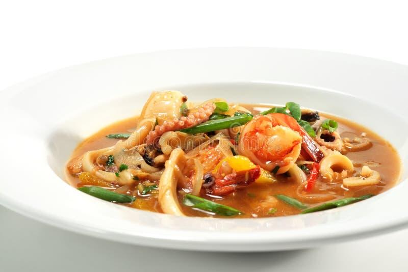 тайское супа продуктов моря пряное стоковое изображение rf