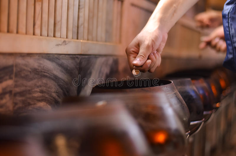 Тайское традиционное пожертвование путем бросать монетку внутри к a стоковое изображение
