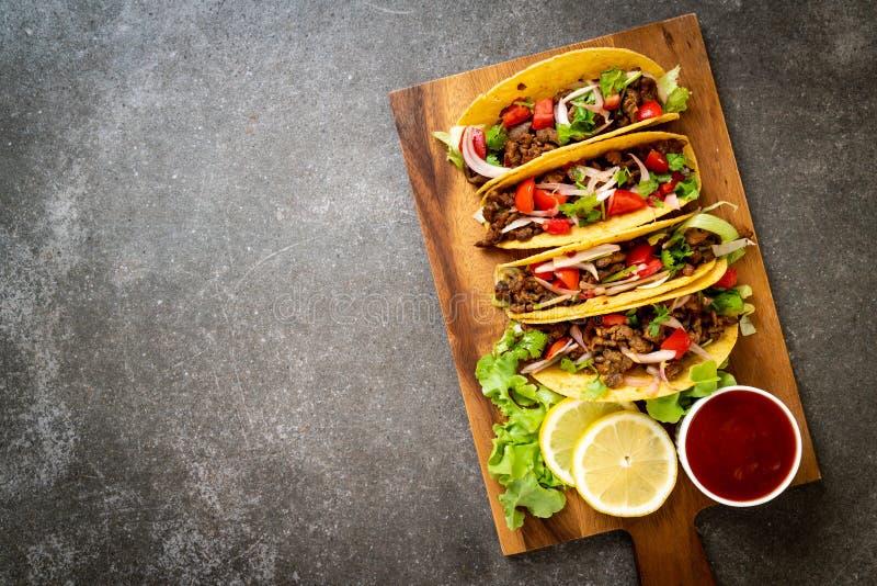 тако с мясом и овощами стоковые изображения rf