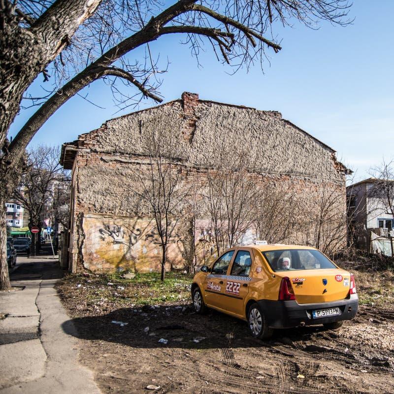 Такси в старом дворе стоковое изображение rf