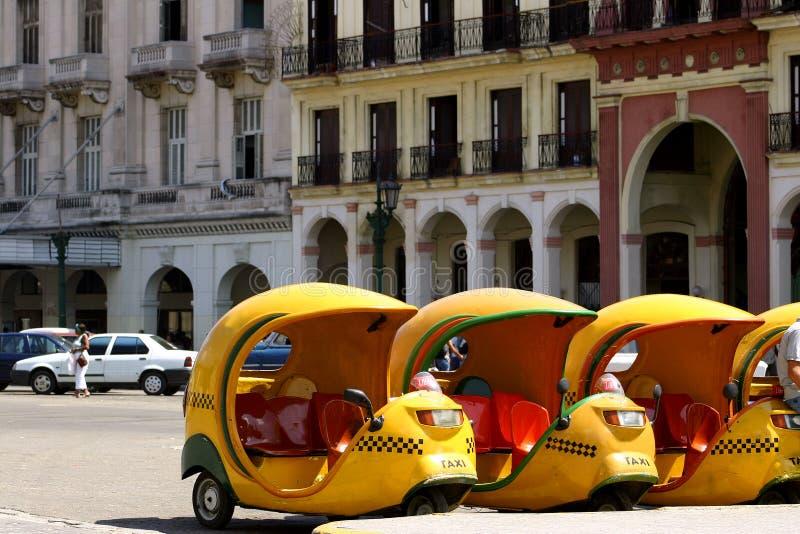 таксомоторы Кубы кокосов стоковая фотография