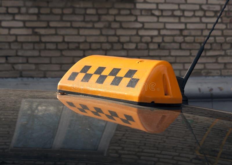 таксомотор знака крыши автомобиля стоковые фото