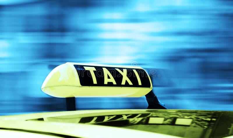таксомотор знака стоковая фотография