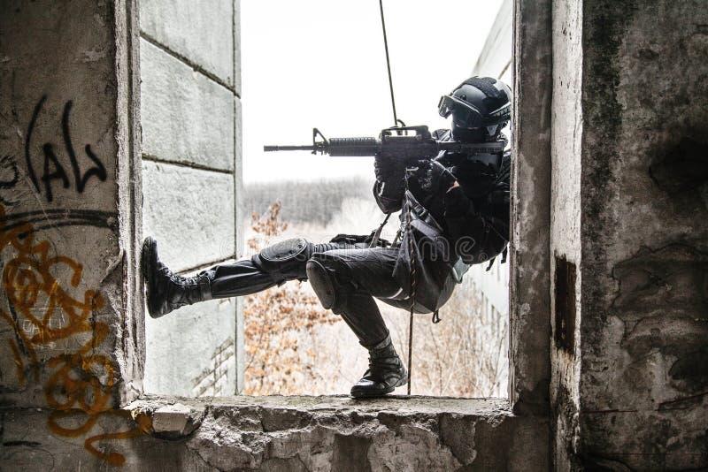 Тактический rappeling стоковая фотография rf
