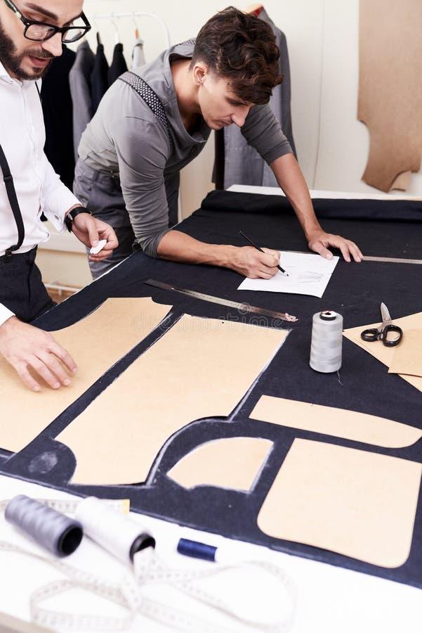 Талантливая команда дизайнеров на работе стоковые фото