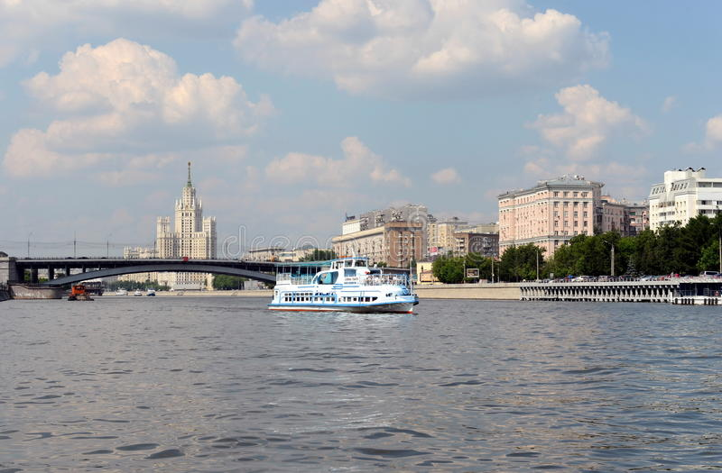 Танго Alina шлюпки на реке Москве стоковая фотография
