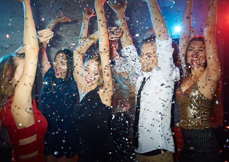 Танец в confetti стоковые изображения