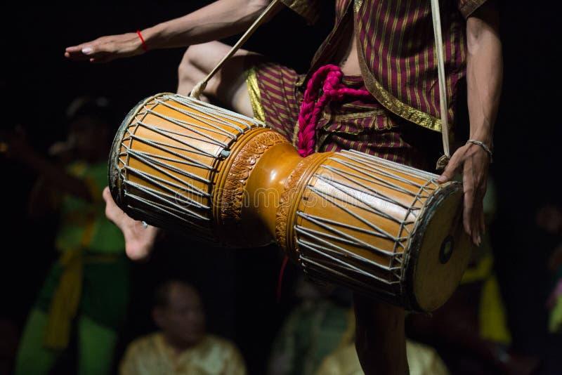 Танец камбоджийских искусств традиционный культурный говоря историю Apsara и других стоковые изображения