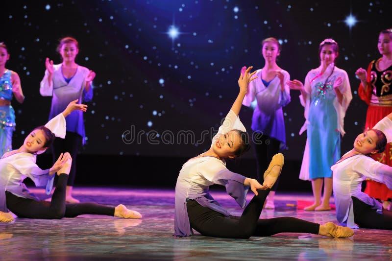 Танец кампуса основания- тренировки танца стоковые фотографии rf