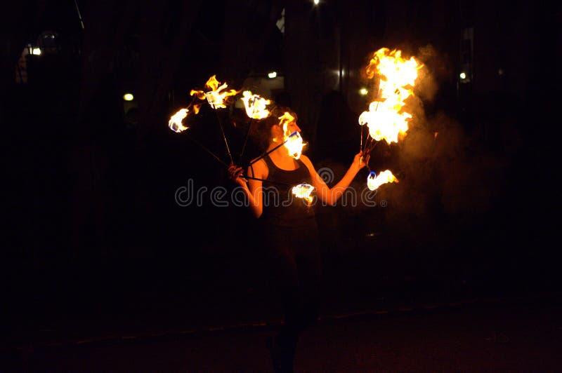 Танец огня стоковое изображение rf