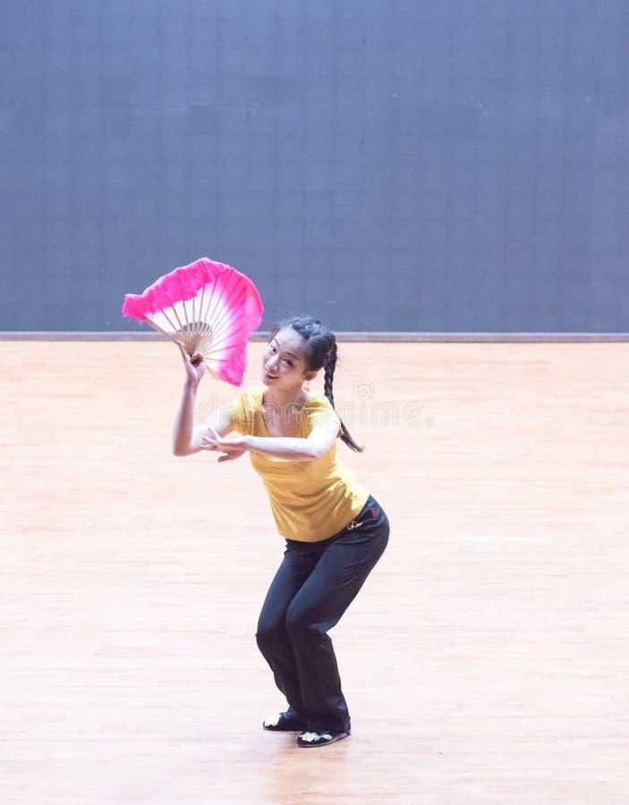 Танец рудоразборки танцора водя 4-Tea - уча репетиция на уровне отдела танца стоковая фотография rf