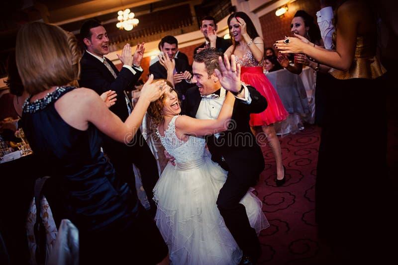 Танец свадебного банкета