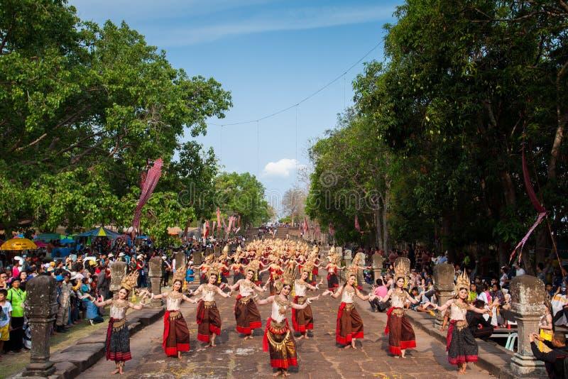 Танец Apsara в фестивале ранга Phanom в Таиланде 2014 стоковое изображение rf