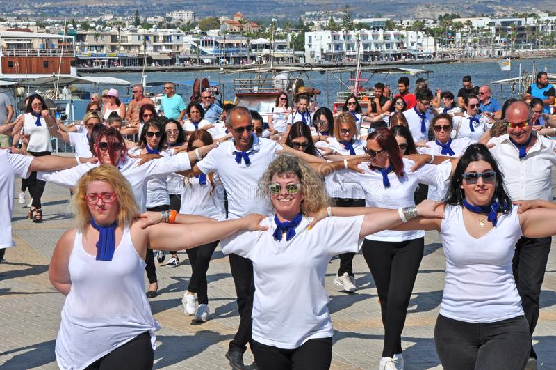 Танец Hasapiko греческий в Paphos в 3-ье июня 2018 стоковые фотографии rf